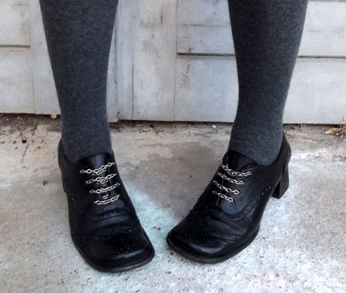 Chained-Up Shoes – DIY chain laces