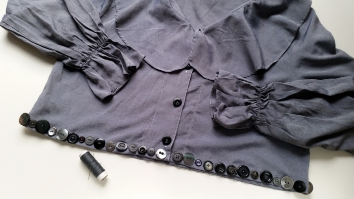 cropped blouse with button embellishment