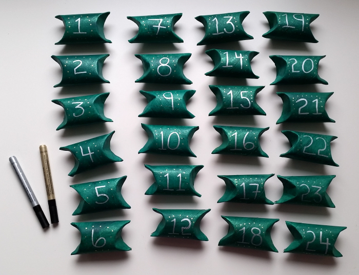 DIY upcycled toilet roll advent calendar wreath tutorial