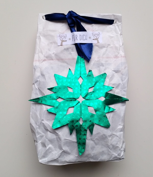 DIY recycled gift boxes and bags