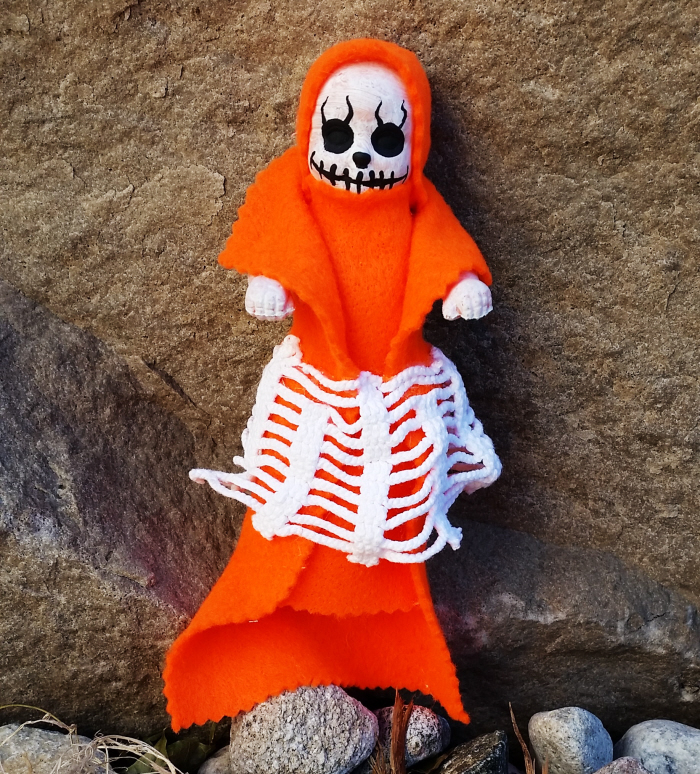 Easy upcycled DIY Halloween Creepy Dolls